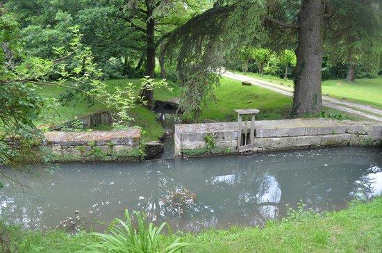 Le Moulin du Mesnil: Lovely grounds