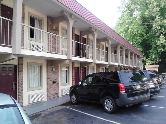 Motel 6 Gatlinburg Smoky Mountains: Outside