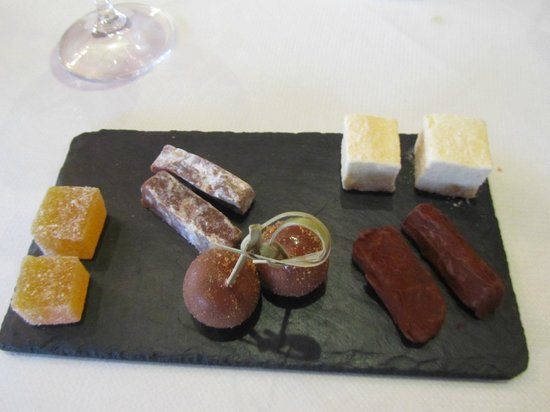 Bybrook Restaurant - Manor House Hotel: Sweeties with coffee