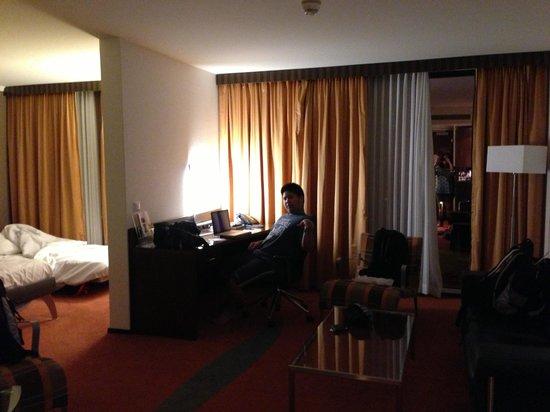 Hilton Zurich Airport: Spacious room