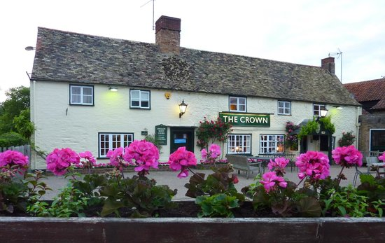The Crown Inn: Front entrance and garden