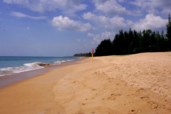 Grand West Sands Resort & Villas Phuket: Playas desiertas. Increíble.