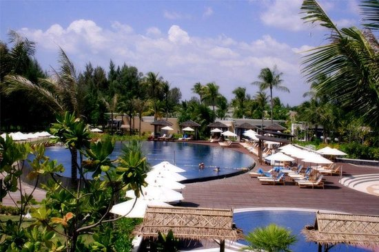 Grand West Sands Resort & Villas Phuket: Piscina principal.
