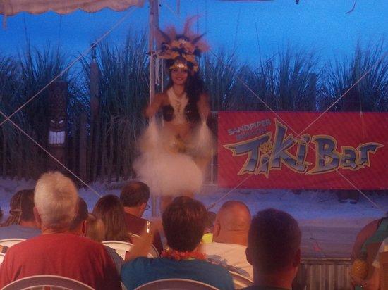 The Sandpiper Beacon Beach Resort : tiki bar