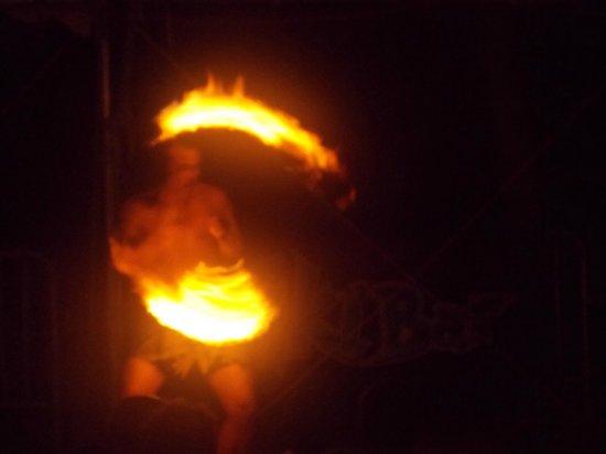 The Sandpiper Beacon Beach Resort : fire danceer