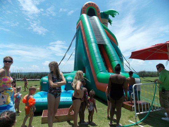 The Sandpiper Beacon Beach Resort : water slide ( one of them )