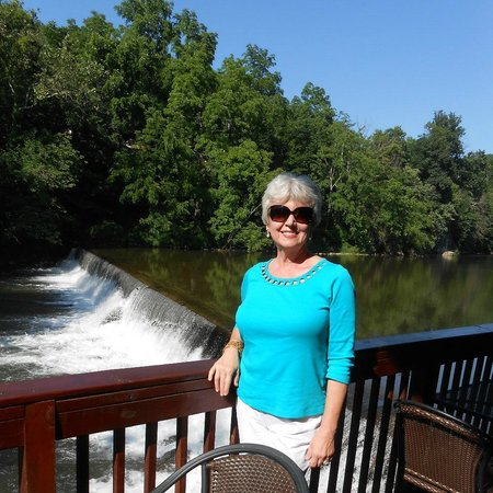 Damascus Old Mill Inn : Dinner by a Waterfall