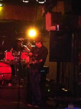 Harry's Night Club & Beach Bar: band