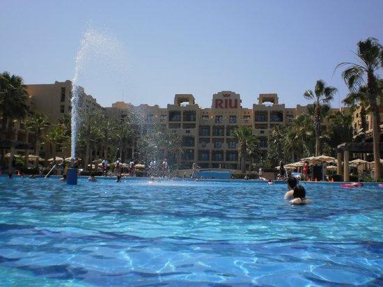 Hotel Riu Santa Fe: alberca principal infinita