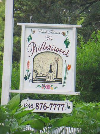 Bitter Sweet Bed & Breakfast: Sign to the B&B