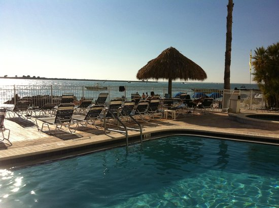 GulfView Hotel - On The Beach: Relaxing time at the pool!