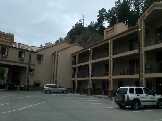 Mt. Rushmore's Washington Inn & Suites: Great location