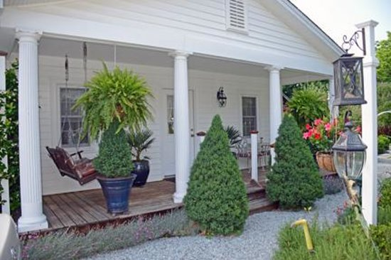 Arrowhead Inn : The Garden Cottage front porch