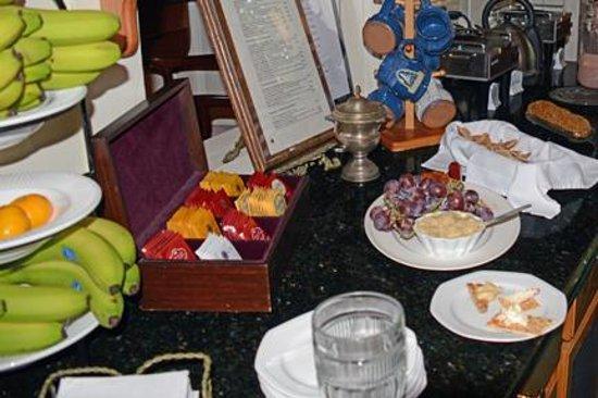 Arrowhead Inn: Afternoon refreshments