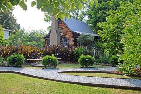 Arrowhead Inn: The Log Cabin
