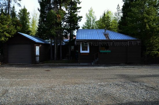 Yellowstone Wildlife Cabins: Moose Cabin