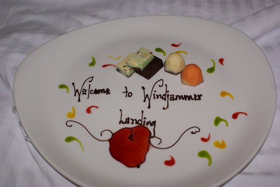 Windjammer Landing Villa Beach Resort : Our Welcome Plate we found the first day