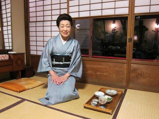 Kikokuso: lovely grandma hostess