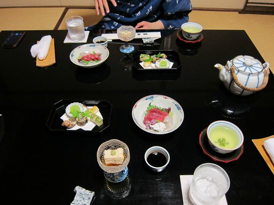 Kikokuso: kaiseki dinner spread, 1st courses