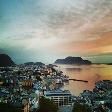 Fjellstua Viewpoint: The city of Ålesund, seen from Fjellstua