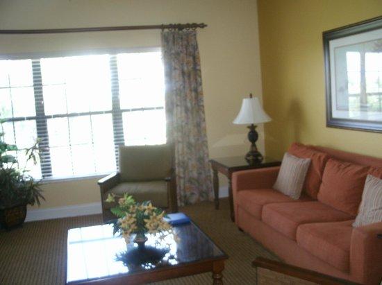 Holiday Inn Club Vacations At Orange Lake Resort: full living room - UPDATED 2013