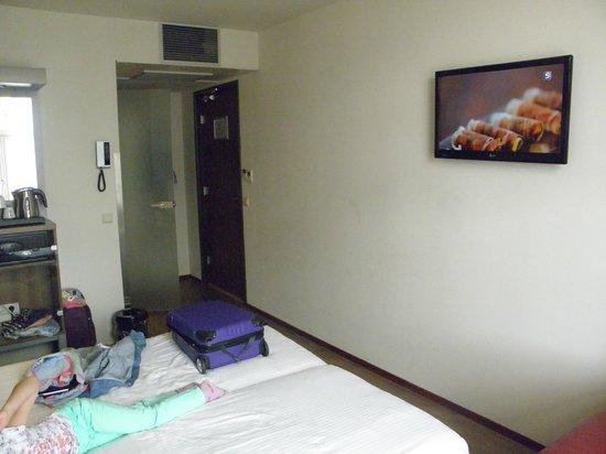 Hotel Cordial: Habitación. Pequeña pero apañada.