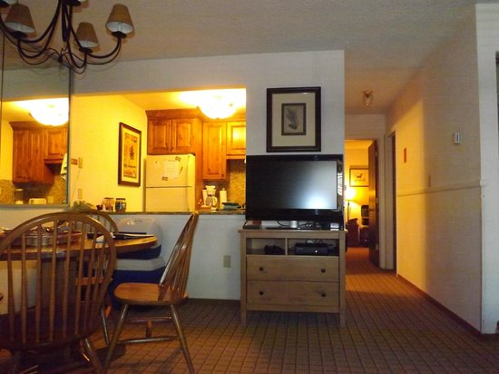 Eagle Point Resort: Looking from living room to kitchen. Down the hall is bedroom (1BR unit) and BA