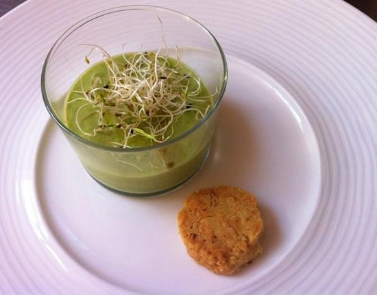 La Campagne St. Lazare : crème d'asperges, sablé au parmesan