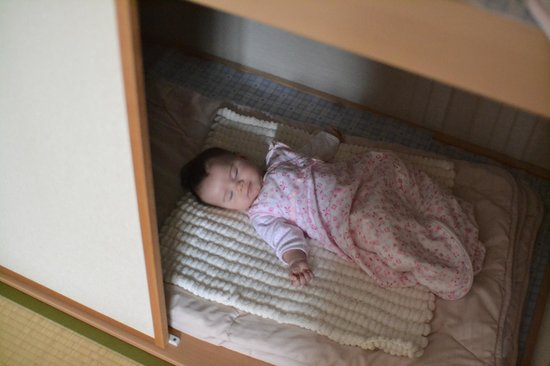 Family Inn Saiko: A very comfy baby in the cupboard bed