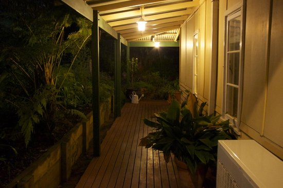 Margaret River Guest House: Verandah for relaxing also accessible alternative to stairs