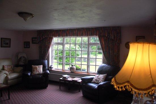 Salmon Leap Farm: The sitting room.