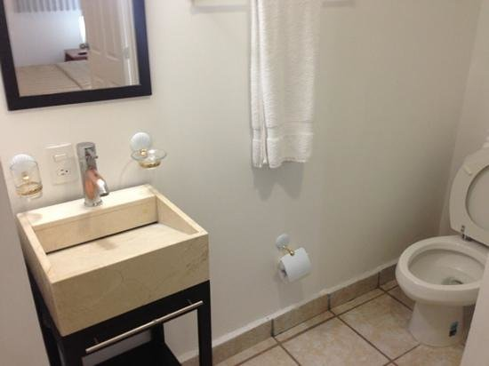 European Life Style Suites: bathroom