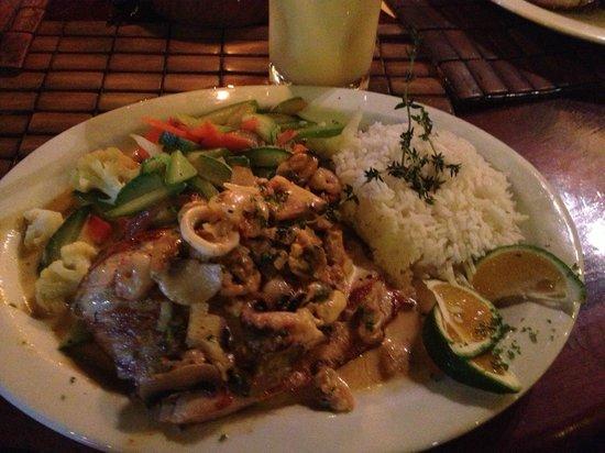 La Cantina BBQ: Seafood over mahi mahi