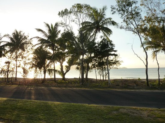 Taihoa Holiday Units: Watch sunrise whilst enjoying a morning cuppa!