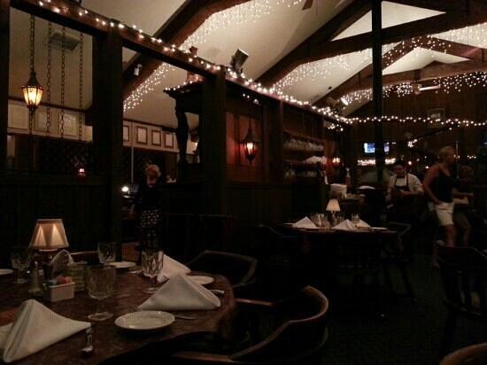 Boars Head Restaurant & Tavern : dining room