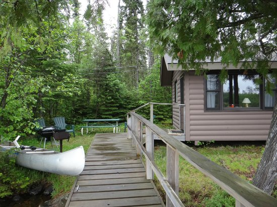 Clearwater Historic Lodge: View of picnic area and dock by cabin #2