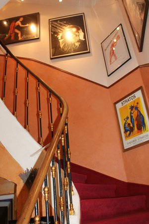 Hotel Le Colbert : stairway up to the rooms