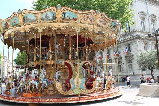 Hotel Le Colbert : carousel in Avignon