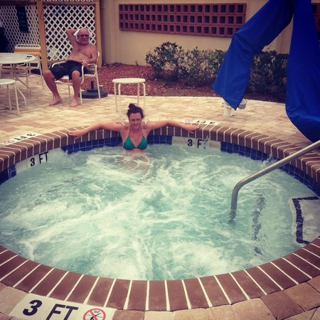 La Quinta Inn & Suites Myrtle Beach Broadway Area : Hot Tub - Excellent!