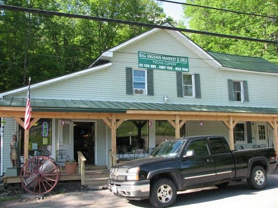 Weyside Inn and Cottages: Husband's general store and deli