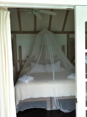 Cocobay Resort: Cozy bed! Every night we slept with the doors open and out netting around us. So comfy!!!