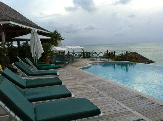 Cocobay Resort: Upper deck pool