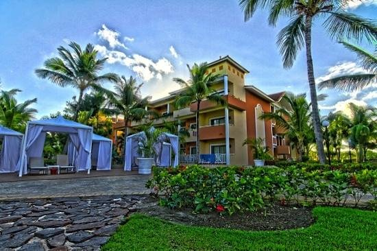 Grand Bahia Principe Punta Cana: Rooms and Grounds were excellent.  Building 12 beside pool