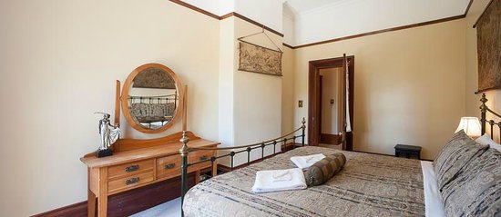 Fellworth House : Queen Room 4 with Shared Bathroom
