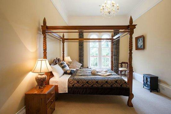 Fellworth House: King Room 9 with Shared Bathroom