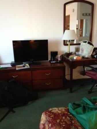 Maverick Motel: TV and writing desk