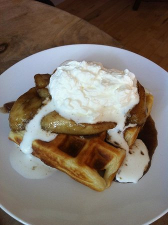 Salt House Inn: Best Waffles!