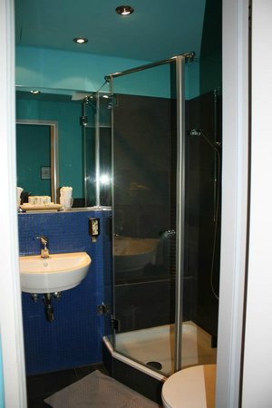 Belle Blue Hotel: Bathroom