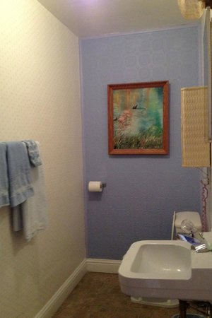 Buona Sera Inn, Starry Night Room #10 bathroom