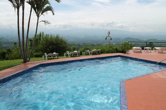 Vista Atenas Bed & Breakfast: Pool overlooking the valley